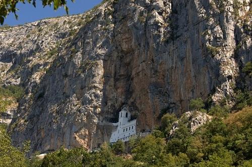 Črna Gora, Balkan, samostan Ostrog, potovanje, popotniški blog