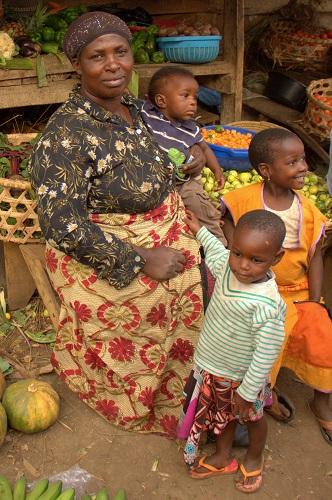 Afrika, Uganda, Fort Portal, afriška tržnica, čajni nasadi, potovanje, popotniški blog