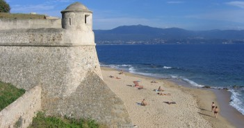 Korzika potopis, Korzika počitnice, Korzika znamenitosti, Bonifacio, z avtom na Korziko