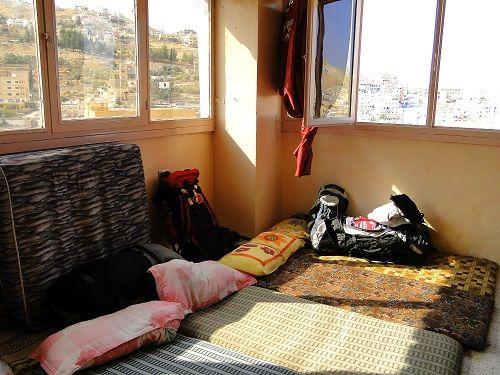 poceni potovanje, poceni potovanja, poceni prenočišča, spanje na strehah
