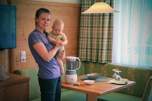potovanja z dojenčkom, potovanje z dojenčkom, hrana za dojenčka na potovanju