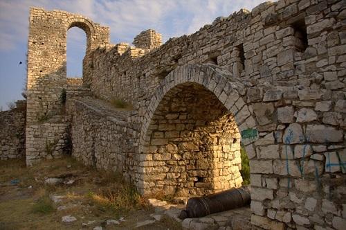 Albanija,Berat,mesto tisočerih oken, potovanje z avtom po Albaniji, popotniški blog