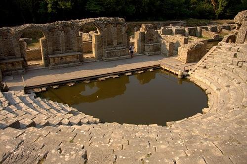 Albanija, Butrint, antični ostanki, ruševine, potovanje z avtom po Albaniji, popotniški blog