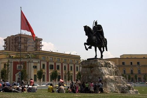 Albanija, Tirana, Skenderberg, potovanje z avtom po Albaniji, popotniški blog