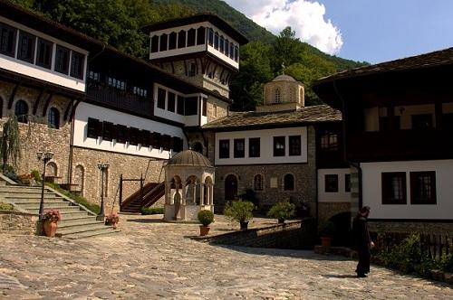 Makedonija, samostan sv. Jovana Bigorskega, potovanje po Makedoniji z avtom, popotniški blog