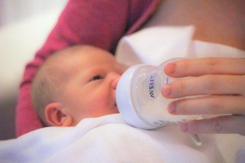dojenčkov razvoj, razvoj doenčka, dojenček star en mesec