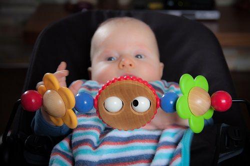dojenčkov razvoj, razvoj doenčka, dojenček star tri mese