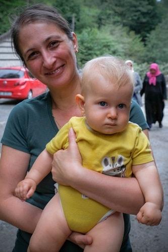 Turčija z dojenčkom, Turčija z otrokom, T