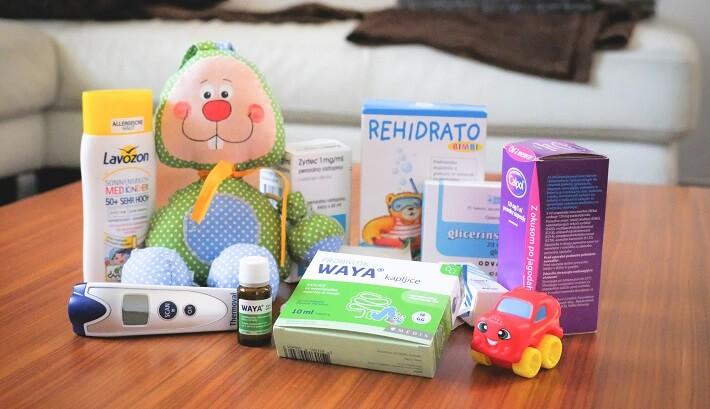 potovalna lekarna za dojenčka, potovalna lekarna za otroka, zdravila na poti